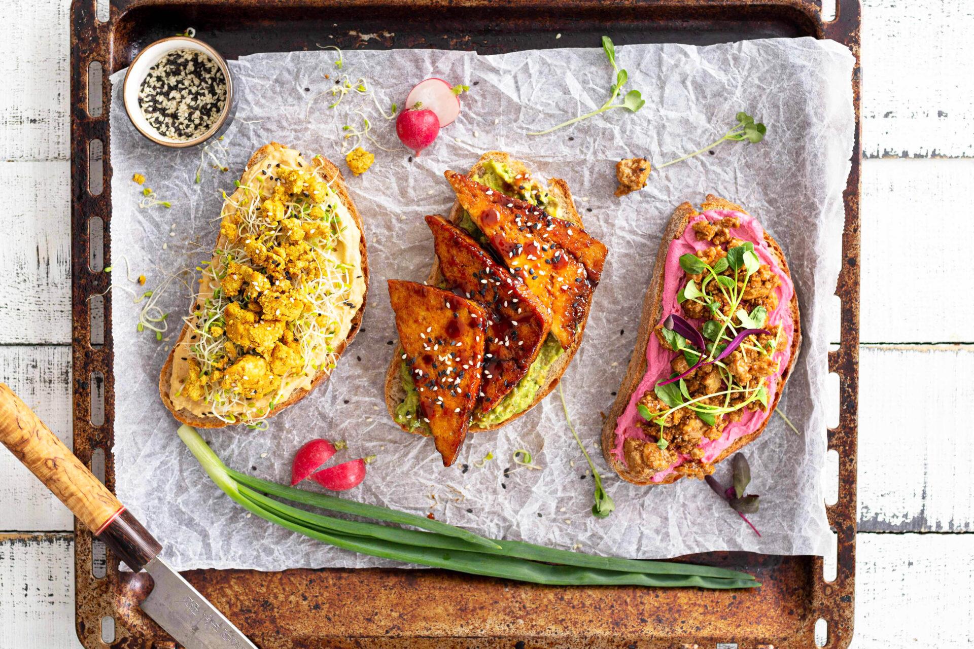 vegaanisen aamupalan koostaminen ja rapeat tofuleivät