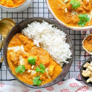 """🔥🔥🔥TO: IKISUOSIKKI BUTTER """"CHICKEN"""" Tässä kohtaa viikkoa täyteläinen, kermainen, mausteinen, intialainen butter chicken tofulla toimii täydellisesti arkiviikon toiveikkaana päätösateriana"""