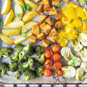 🔥🔥🔥TI: NERONLEIMAUS-VEGEPELTI Kun (taas) tarvitaan jotain nopeaa, mutta ravitsevaa arkiruokaa! Tähän tarvitaan vain pelti, suosikkivihannekset ja tofua. Uuni hoitelee ne rapeiksi ja maukkaiksi