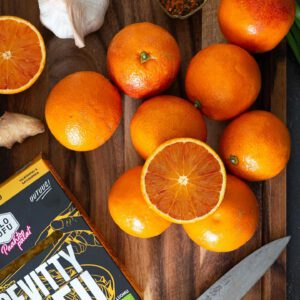 N, nyt näitä talven superherkkuja VIHDIN saa! VERIAPPELSIININ sesonki on alkanut. Koostimme muutaman sivustomme suosikkireseptin, joihin näitä kauniin punasävyisiä ja pirteän makuisia satokausiherkkuja voi käyttää. Nautisellaisenaan tai tuunaa veriappelsiinilla lempisalaattisi, piristä kulhoruokia tai loihdi maukas appelsiini-tofukastike - Nam! Ps. Veriappelsiinien sesonki kestää yleensä tammikuulta maaliskuuhun. Ole siis nopea! https://jalotofu.fi/reseptit/kvinoasalaatti-pannumarinoidulla-tofulla/ 🥗 https://jalotofu.fi/reseptit/varikas-satokausi-salaatti-wwf/ 🥙 https://jalotofu.fi/reseptit/sweet-n-sticky-tofu-kastike/ 🥘 https://jalotofu.fi/reseptit/maukas-appelsiinitofu-kastike/ . . #hedelmä
