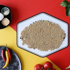 """Oletko koskaan pohtinut, että myös soijapavulla on sesonki? 🧐🧑 Yhteistyössä: @satokausikalenteri ️🧑 """"Pääsimme tutustumaan suomalaisen kasviproteiinipioneerien uutuustuotteisiin ja koostimme niistä kolme ihanaa loppusyksyn reseptiä teitä varten! 🧑🍽🏻 Hektisessä nykymaailmassa me kuluttajat saatamme mieltää tofun vaivalloiseksi raaka-aineeksi, mutta nyt tähän haasteeseen on olemassa uudenlainen ratkaisu! Jalotofu vievät kokemukset ja makuelämykset helppoudellaan uudelle tasolle. Tutustu suomalaisen tofun tuotantoon biossa olevasta linkistä"""" . . . &"""