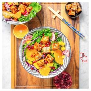 Ruokaisat salaatit → next level. Luonnollista kasviproteiinia joka tilanteeseen ja mielitekoon, plus runsaasti tuoreita kasviksia. Löydä viikon jokaiselle päivälle oma osoitteesta: ???? jalotofu.fi/reseptit/ /salaatit