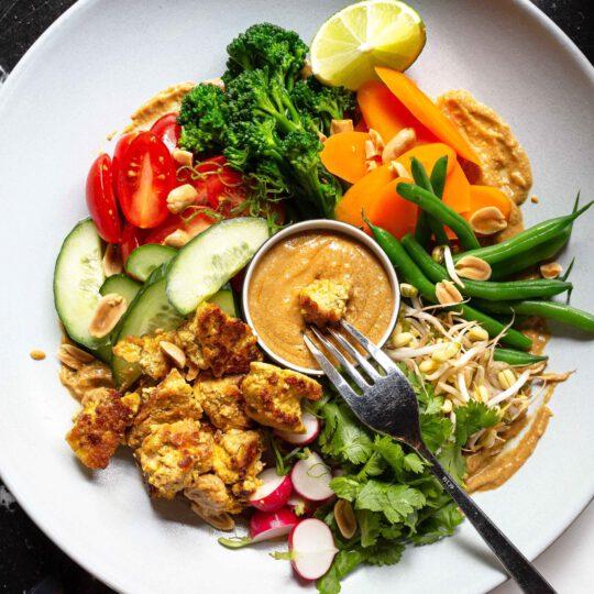 rapea ja mausteinen tofu gado gado