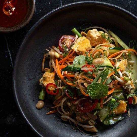 Aasialainen tofu salaatti