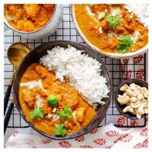 Tät -reseptiä luetaan nyt innokkaasti. Joko olet kokeillut? 🥘 Butter tofu on intialaisen klassikkoruoan pehmeän kermainen ja sopivan mausteinen kasvisruokaversio. Tämä ketterästi puolessa tunnissa valmistuva herkku on jokaisen kotikokin maistuva bravuuri. Testaa vaikka itse – se nyt vaan on täydellinen ruoka! Reseptilinkki biossa since #1989