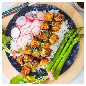 Uusi tofun glazeeraus resepti ja Chez Marius -lahjakortin arvonta meidän Facebookissa. Linkki biossa @bestofvegan @thefeedfeed.vegan